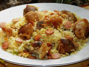 Arroz con paticas de cochino, una receta del menú diario
